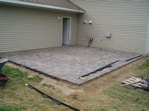 Installing A Patio With Pavers How To Lay Patio Paver Edging Modern Patio Outdoor