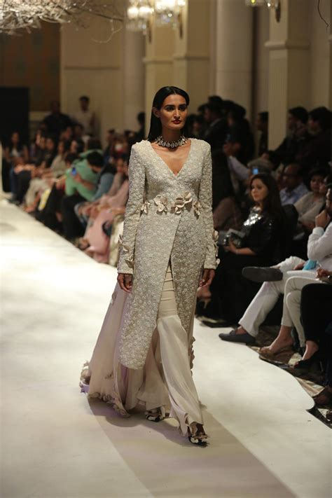 Looks Of The Week Fabsugar Want Need 17 by India Couture Week 17 Trends You Will Want To Try