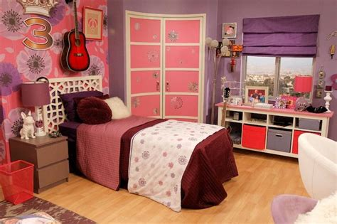 zuri ross bedroom get china and olive s f ant astic room from a n t farm