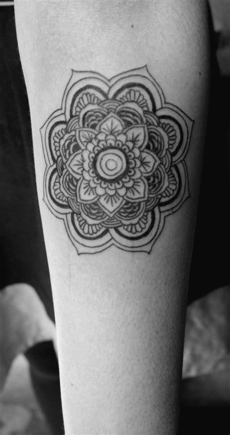 mandala tattoo in white mandala black and white tattoo www pixshark com images
