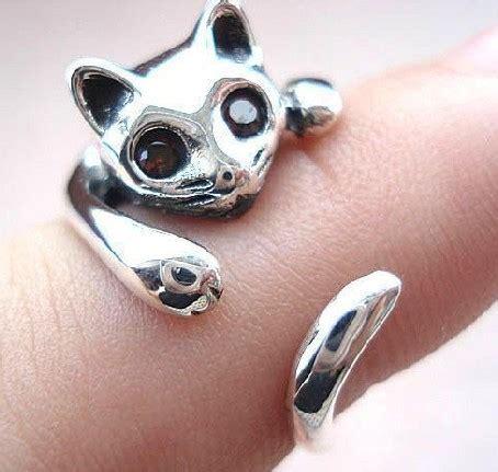 cat ring on