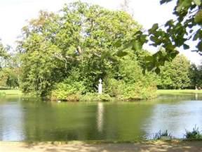 where is princess diana buried photos of the island where princess diana is buried althorp house the lake and island