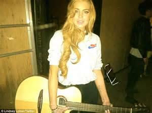 lindsay lohan guitar lindsay lohan strikes a cool pose with guitar backstage at