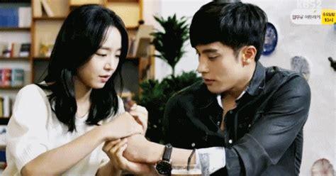 film korea romantis banget foto gestur romantis manis aktor aktor drama korea bikin