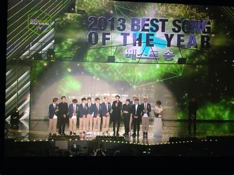 Cr In One Year And Out The Other Kumpulan Kisah Tahun Baru exo wins quot best song of the year quot at the 2013 melon