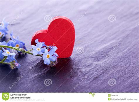 fiore con la z fiore miosotis con la decorazione di legno rossa