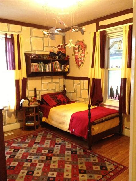 harry potter themed bedroom harry potter gryffindor bedroom i m 26 and would still