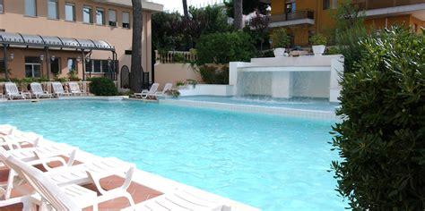 albergo con piscina in hotel riccione 3 stelle con piscina foto dell albergo