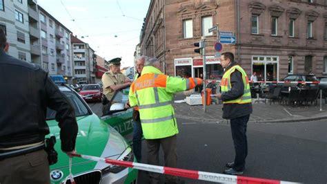 Auto Rast In Menschenmenge N Rnberg n 252 rnberg auto rast in caf 233 drei verletzte b z berlin