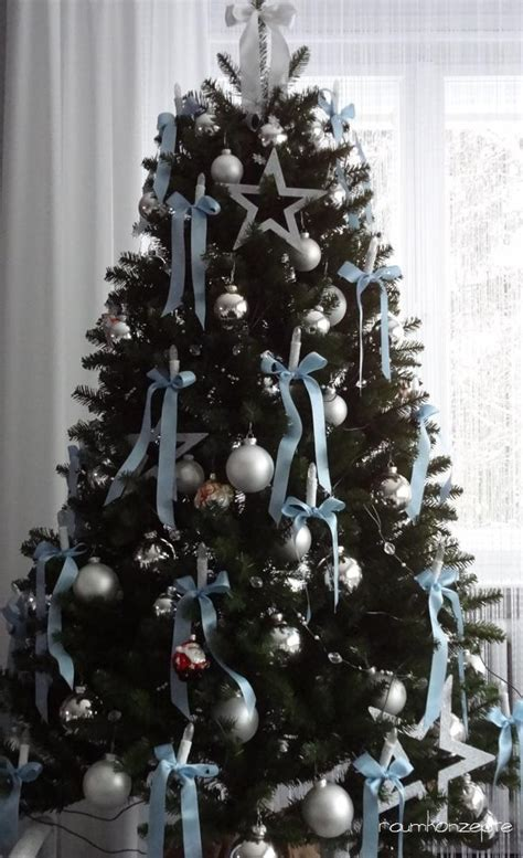 weihnachtsbaum hellblaue schleifen raumkonzepte