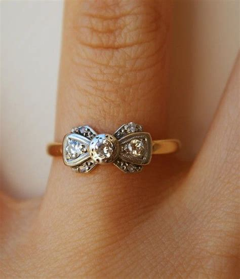 pretty bow ring with a little bit of vintage flair