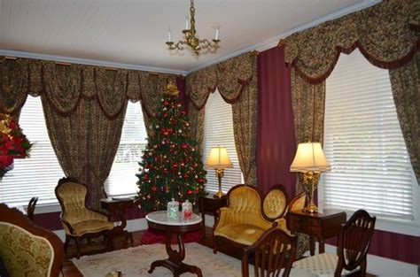 violet hill bed and breakfast christmas in the parlor picture of violet hill bed and