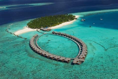 pristine places  visit  maldives