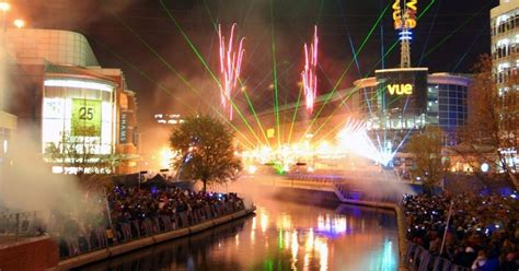 firework display will launch christmas at the oracle on