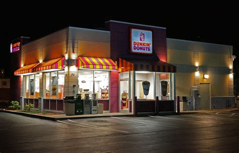 File:Dunkin Donuts shop   Wikimedia Commons