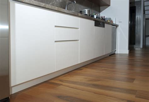 Laminate Flooring For Kitchens Cheap Laminate Flooring Buyer S Guide