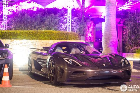 koenigsegg night carbon fiber koenigsegg agera r shines at night