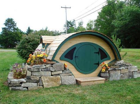 hobbit hole dog house hobbit hole playhouse for lotr fans gadgetify com