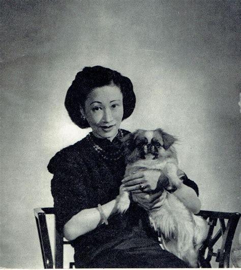 Oei Hui Lan madame wellington koo oei hui lan with pekingese 1946 photo article 8817 in collectables