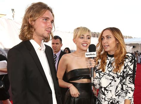 Times Jobs Resume Update by Miley Cyrus Mtv Awards Date Wanted By Oregon Police The