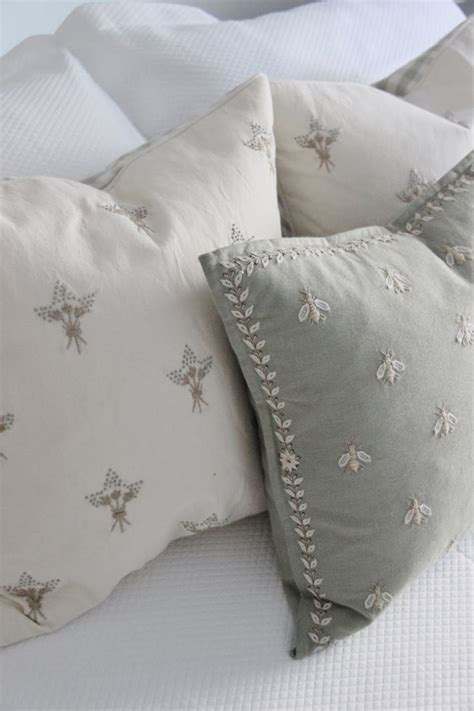 bee comforter best 25 french country fabric ideas on pinterest