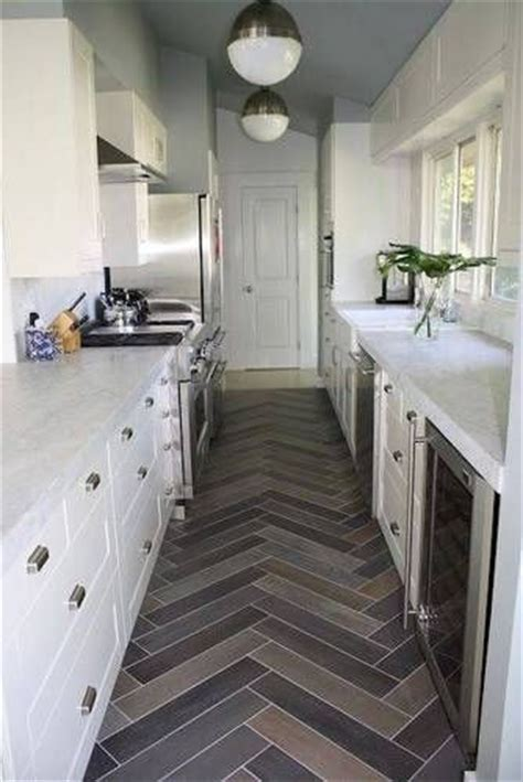 galley kitchen meaning 25 best ideas about small galley kitchens on