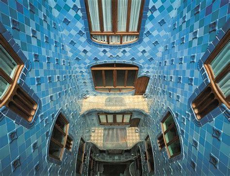 barcelona patio interior patio interior casa batll 243 gaud 237 barcelona arquitectura