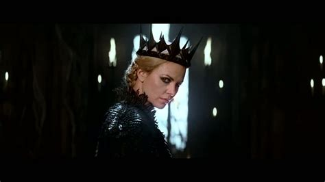 film evil queen movie review snow white and the huntsman