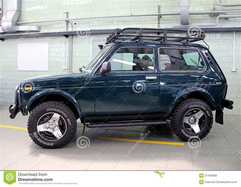 lada con timer vaz lada niva 4x4 jeep editorial image image of motor