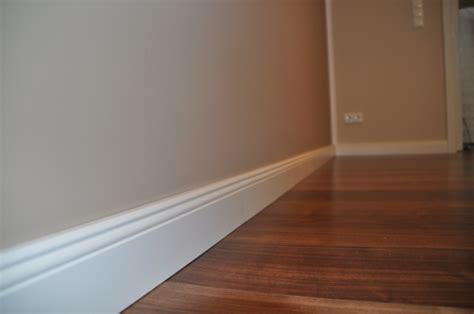welche wandfarbe passt zu grauen möbeln wohnzimmer laminat farbe