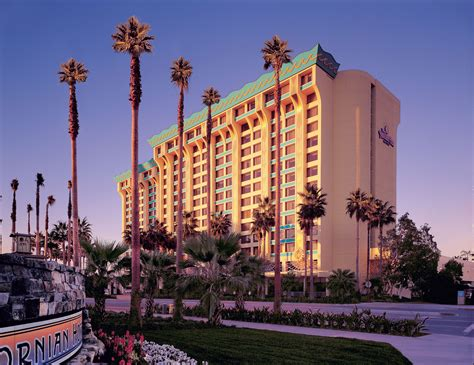 Disneyland Hotel Number Of Floors - disney s paradise pier hotel magical distractions