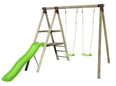 balancoire toboggan pas cher station de jeux en bois trigano 2 50 m toboggan