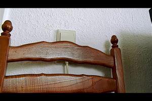 Aufkleber Von Holz Entfernen So Klappt S by Video Wandfarbe Von Holz Entfernen So Klappt S