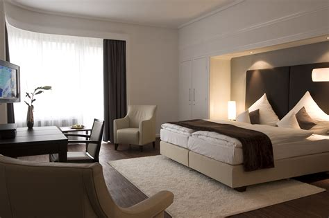 modern hotel bedroom room sitting decorating ideas http commons wikimedia org