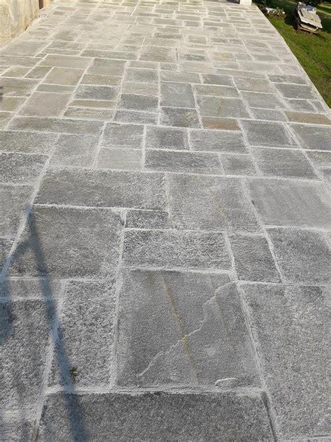 pavimenti in pietra per esterni prezzi pavimenti per esterni in pietra porfidi mosaici per