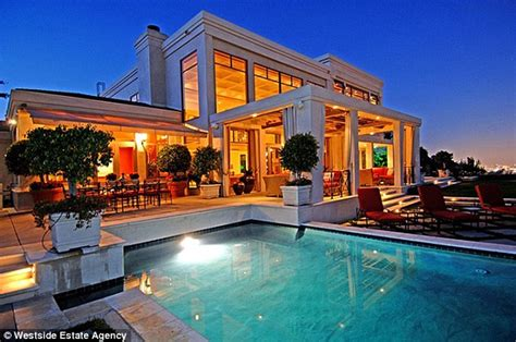dr dre house dr dre sells his hollywood hills home months after buying tom brady and gisele s