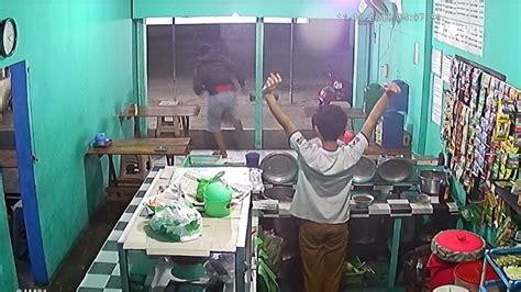 viral detik detik penjambretan  warung burjo banaran