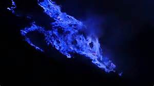 Kawah Ijen: blue fire from burning sulfur   YouTube