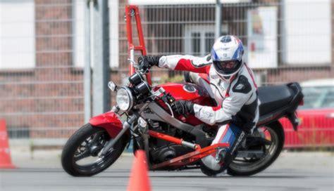 Fahrsicherheitstraining Motorrad Dortmund by Motorradtraining Schr 228 Glagentraining Kurventraining