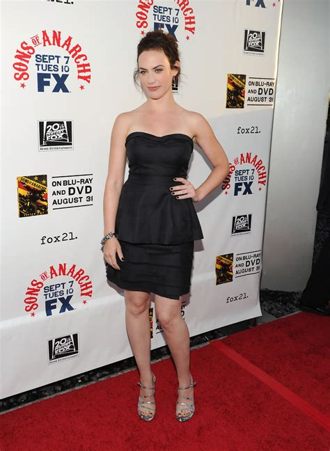 does mavgie siff wear extensions maggie siff strappy sandals maggie siff looks stylebistro