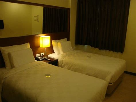 gt hotel bacolod room rates hotel parking outside picture of go hotels bacolod bacolod tripadvisor
