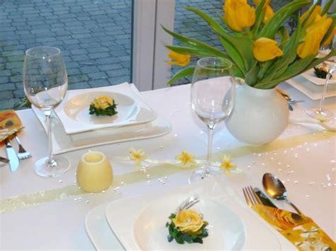 Tischdeko Hochzeit Gelb by Hochzeit Mustertisch In Gelb Tischkarten Gastgeschenke