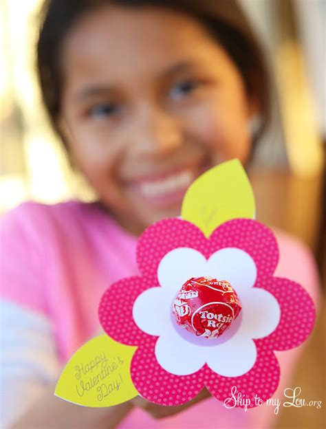 valentine s day lollipop flowers with free printables a lollipop flower valentine printable skip to my lou