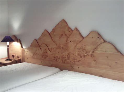 tete de lit montagne sculpture sur bois bas relief atelier du banc fustier