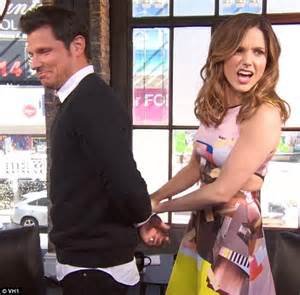 nick lachey gets handcuffed by bush on chat show
