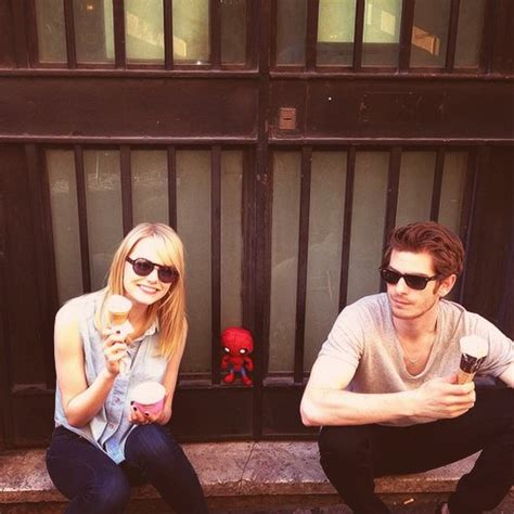 emma stone eating ice cream snl andrew garfield casais cute emma stone image 535190