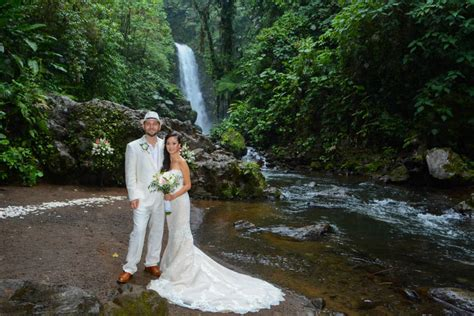 Delightful Waterfall Gardens Costa Rica #4: Linda-robert-wedding-la-paz-waterfall-costa-rica-004.jpg