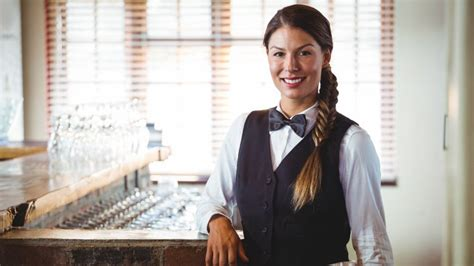 What every restaurant hostess wishes you knew