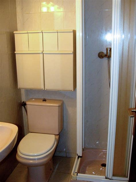 alquilar habitacion barcelona alquiler habitaci 243 n con estudio y ba 241 o privado alquiler