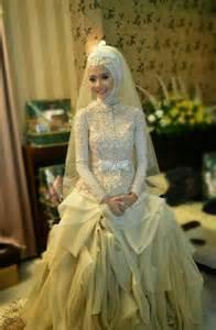 Gaun pengantin muslimah model kebaya terbaru hijab trendy